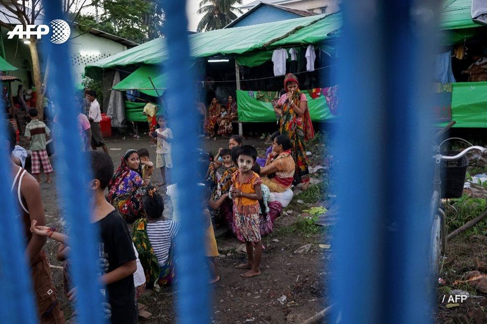 "Ro Nay San Lwin on Twitter: ""3 teenage #Rohingya girls in ..."