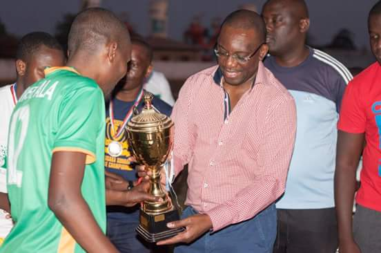 The newly crowned Champions UNAM Legends were presented with their trophy &amp; medals by FAZ President Andrew Kamanga.  #LSL2017 #Champions <br>http://pic.twitter.com/ryqzqLNbss