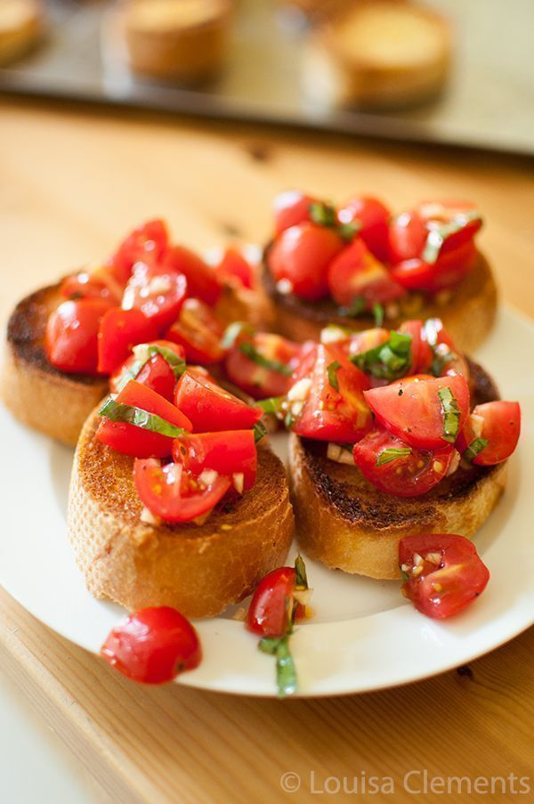 Easy homemade bruschetta recipe!  So fresh with cherry tomatoes, garlic + basil  https:// buff.ly/2w7Qsrq  &nbsp;   #Recipe #Cooking<br>http://pic.twitter.com/nuBSXtWnq8