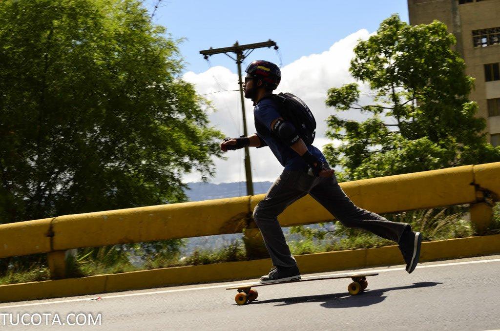 Skateboarding en la cota mil -  http:// tucota.com/skateboarding- en-la-cota-mil/ &nbsp; …  #cotamil #tucota #caracas <br>http://pic.twitter.com/EAD8GFzc7B
