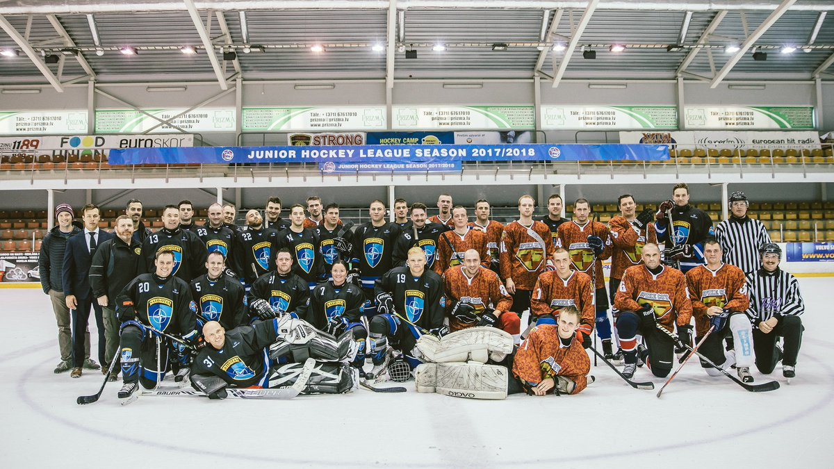 PHOTOS: #Latvia&#39;s Armed Forces play ice-hockey w/ #Canada&#39;s troops deployed to #eFP #NATO battlegroup in #Latvia  https://www. flickr.com/photos/latvija s_armija/albums/72157687043482224 &nbsp; … <br>http://pic.twitter.com/uo8i5wzqNH
