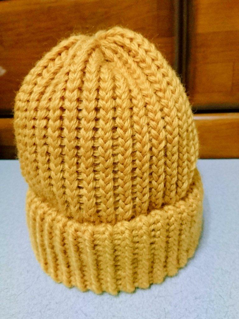 test ツイッターメディア - ニット帽、完成しました?  全52段。 縦23cm、内径53cm。  【使用糸】ダイソー・洗えるウール極太  ギッチリ編みすぎて、ギリギリの大きさでしたw 糸の種類によって、詰め方を変えた方が良さそうです。 (作り方を一部変えています)  #ニット帽メーカー #セリア https://t.co/WVvjruEyyw