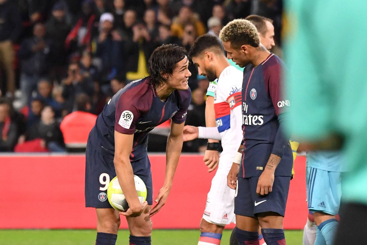 Edinson Cavani has apparently rejected €1M from Al-Khelaifi to give up...