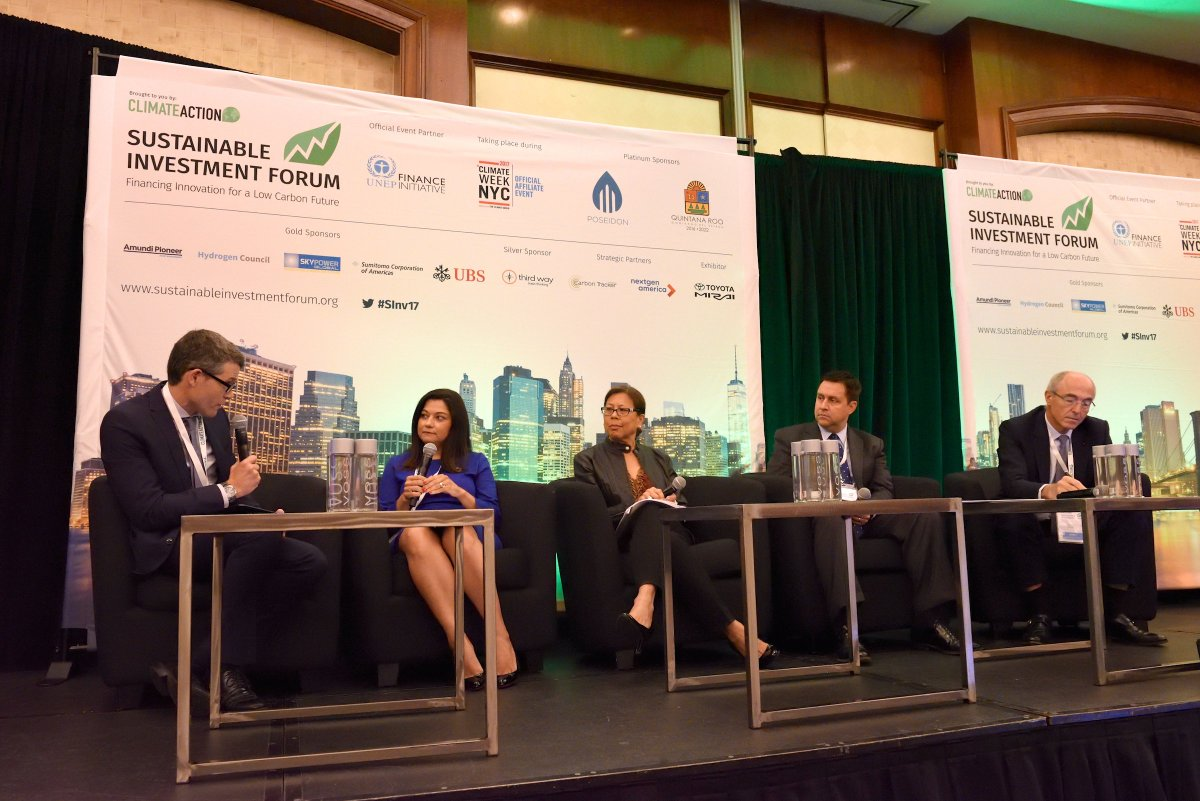Public and private finance leaders discussed #lowcarbon investment in #NewYork #SInv17  http://www. climateactionprogramme.org/news/public-an d-private-finance-leaders-discussed-low-carbon-investment-at-sinv1 &nbsp; … <br>http://pic.twitter.com/xPeOtm3FZu