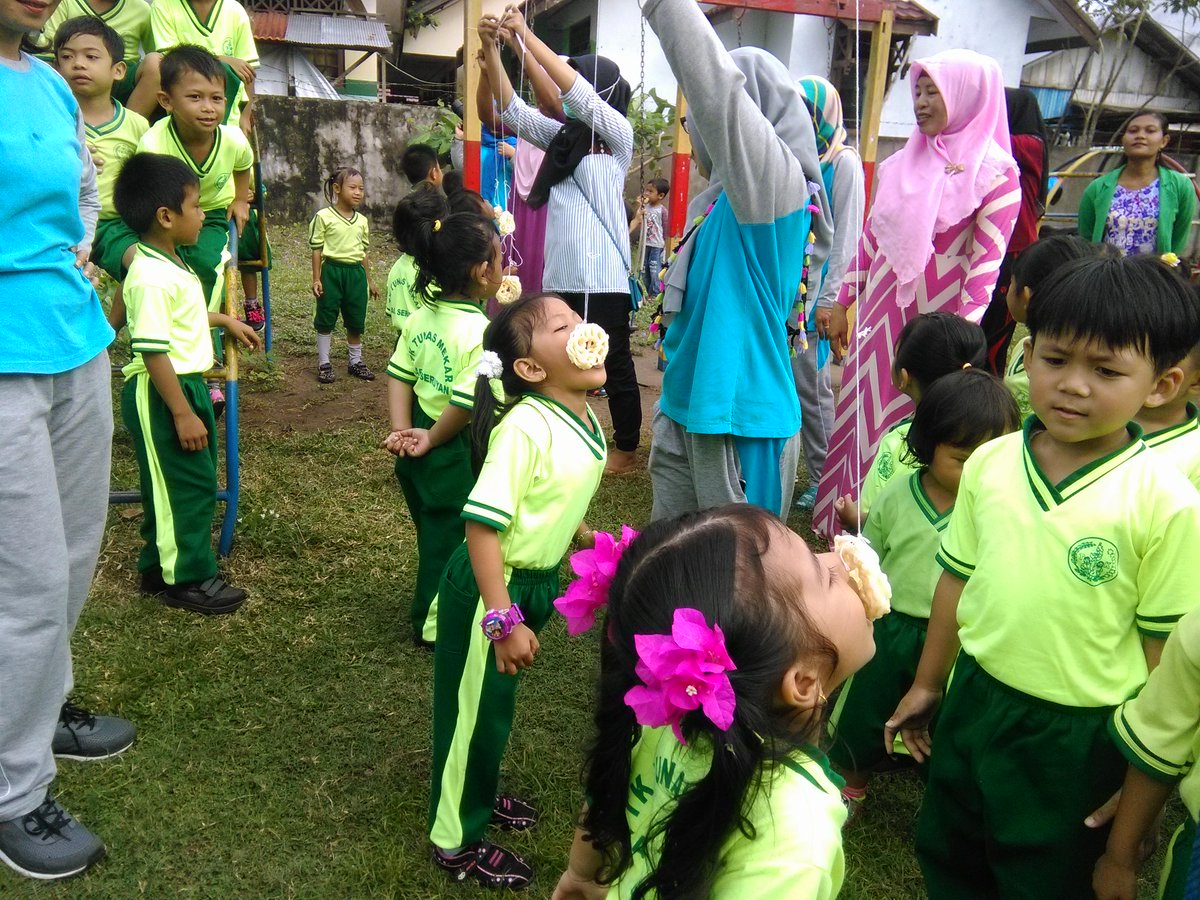 #Fun & games at the parade. #photo by Muksin #Borneo #Community