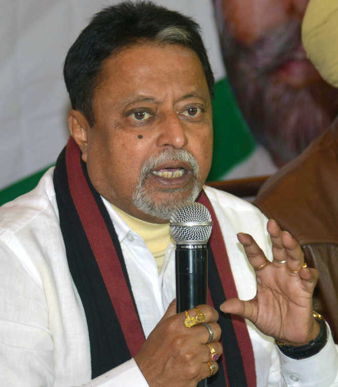 #MukulRoy resigns from #TMC working committee, to quit #RajyaSabha after #DurgaPuja  http:// tribuneindia.com/news/nation/mu kul-roy-resigns-from-tmc-working-committee-to-quit-rajya-sabha-after-puja/472719.html &nbsp; … <br>http://pic.twitter.com/wgX3qnEdSl