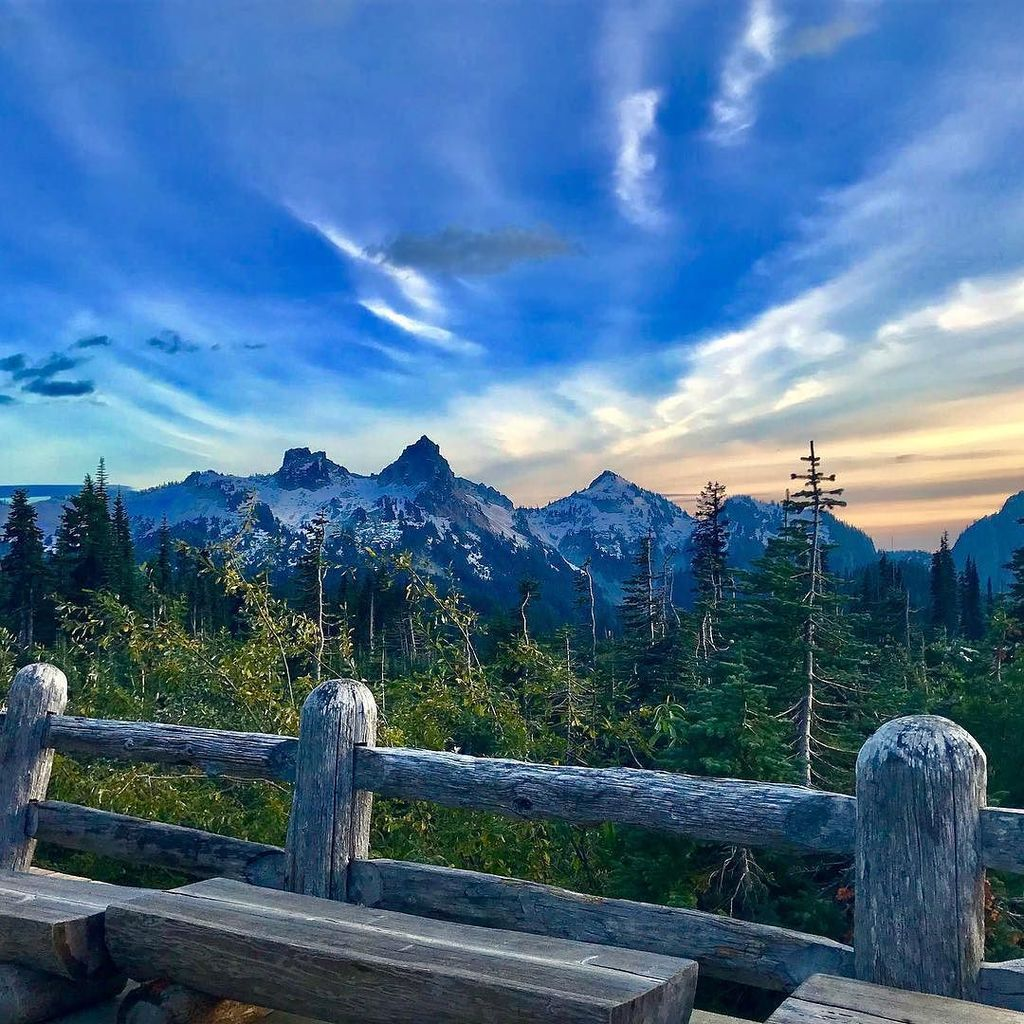 Gorgeous day up on Mt. Rainier! #TheMountainWasOut #MtRainier #Paradise #WashingtonState  http:// ift.tt/2wgGvYO  &nbsp;  <br>http://pic.twitter.com/Jk5T35PDFo