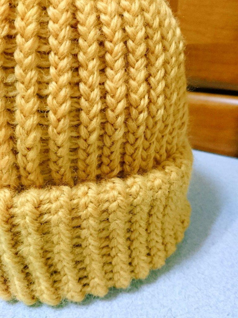 test ツイッターメディア - 【本来の作り方では、かぶり口は内側になります】  立体感が欲しかったので、かぶり口を外側にして同じ糸で縫いました。 裏表で糸をかけ直したりほどいたり… 本当に大変なので、良い子は真似しないように?(笑)  そして、今回は縦が短めでポンポンなし??  #ニット帽メーカー #セリア https://t.co/yRgGb6EVj3