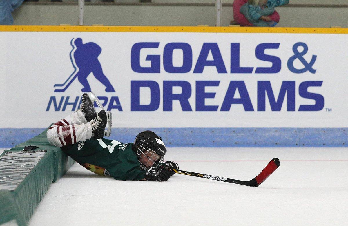 Get up, little guy - it's game day! #KraftHockeyville https://t.co/fAn...