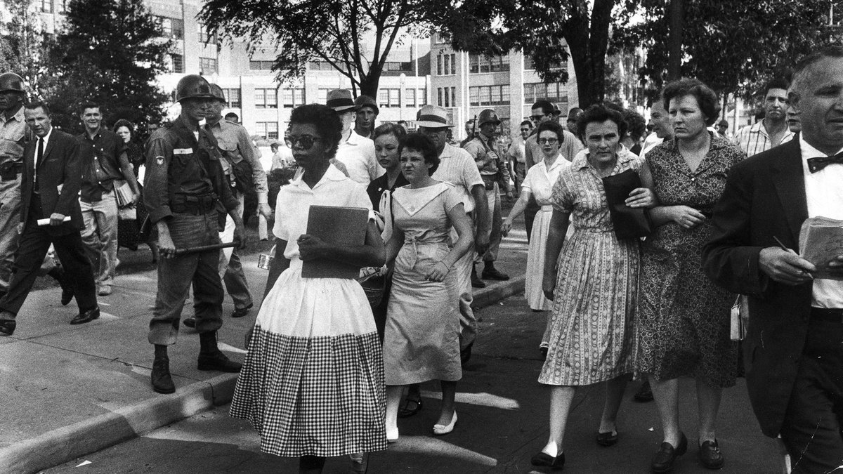 TODAY: 1957-the Little Rock Nine began the integration of Central High School in Little Rock, AR. #history <br>http://pic.twitter.com/8sU5o94KwH