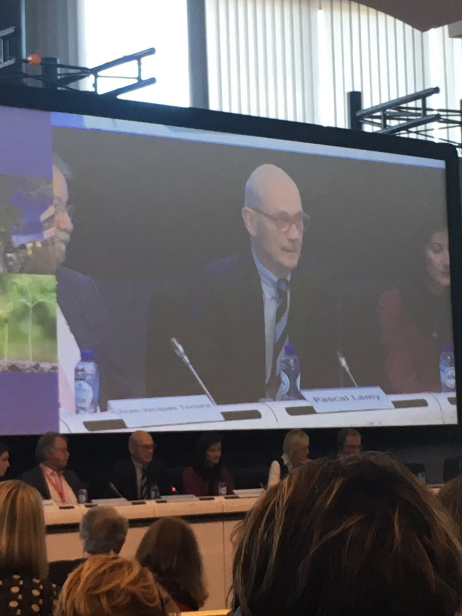 Pascal Lamy: #EU has a growth problem. Our only competitive advantage is our #brains. R&amp;D budget needs to be doubled! #EUBudget4Results<br>http://pic.twitter.com/3mCB0Qh5VL