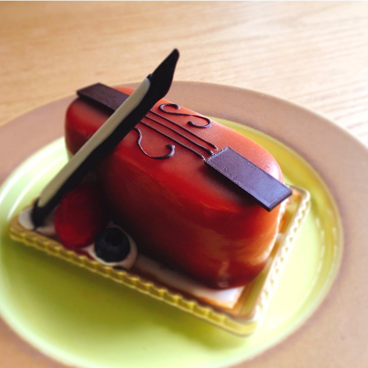 (๑˃̵ᴗ˂̵) 遅くなりました!ユーハイムディーマイスターの「森の音楽会」のご紹介!「出番を待つバイオリン」♪キャラメルムースに洋梨、チョコレートクリームも入っています◎ https://t.co/Xpdq5kHNeq