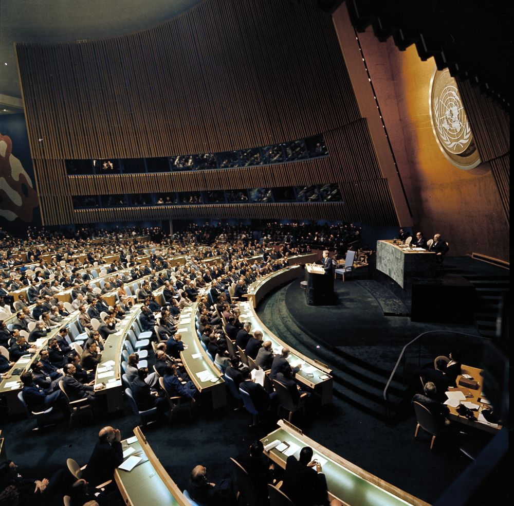 JFK addressed the @UN #otd in 1961, where he challenged the Soviet Union to a &quot;peace race.&quot; Read his address:  http:// bit.ly/2hurkW4  &nbsp;  <br>http://pic.twitter.com/DUxCyo9c1H
