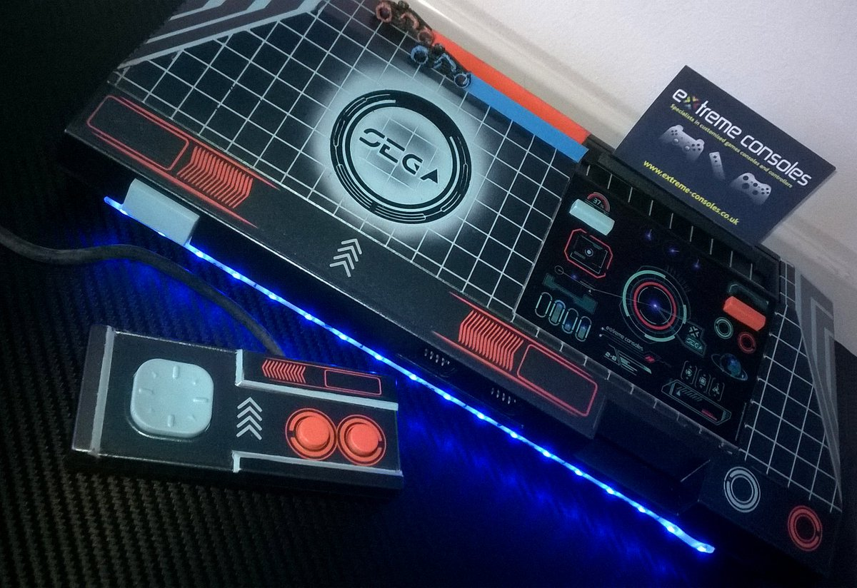 Tron Master System console for @gamesyouloved love this design  #sega #retrogaming #gamersunite #customconsoles #gamers #gaming #movie #tron<br>http://pic.twitter.com/VoKfRSjU0Z