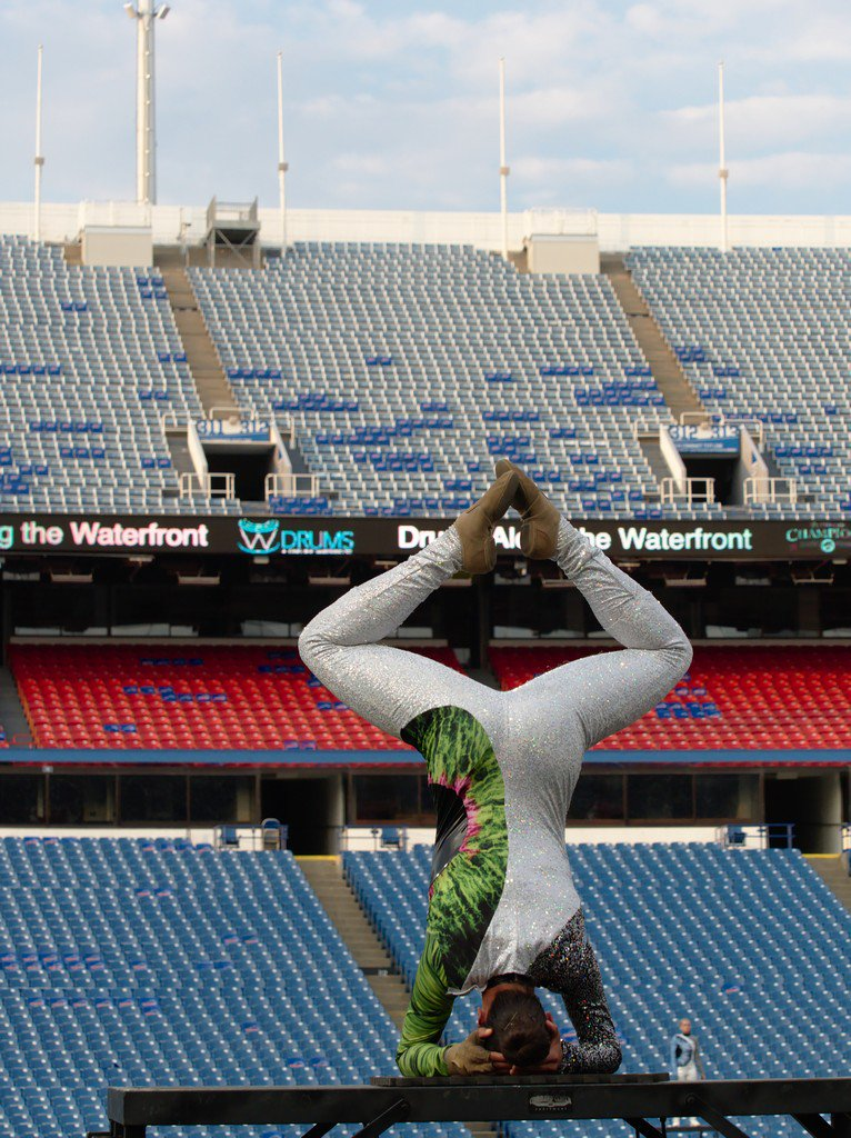 2017 Blue Knights in Buffalo.  #PicOfTheDay #DrumMajorSalute? #Guard #Headstand #DCI<br>http://pic.twitter.com/sp53UAme4W