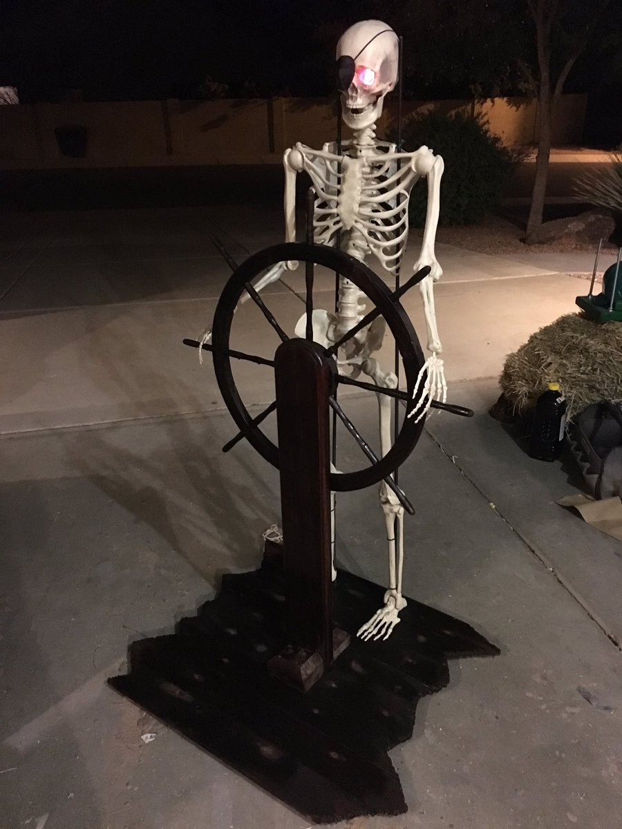#Halloween construction in full swing. #POTC Helmsman just needs his torn clothes. 20,000 Screams under the Sea is weeks away <br>http://pic.twitter.com/wULCwXGm6H