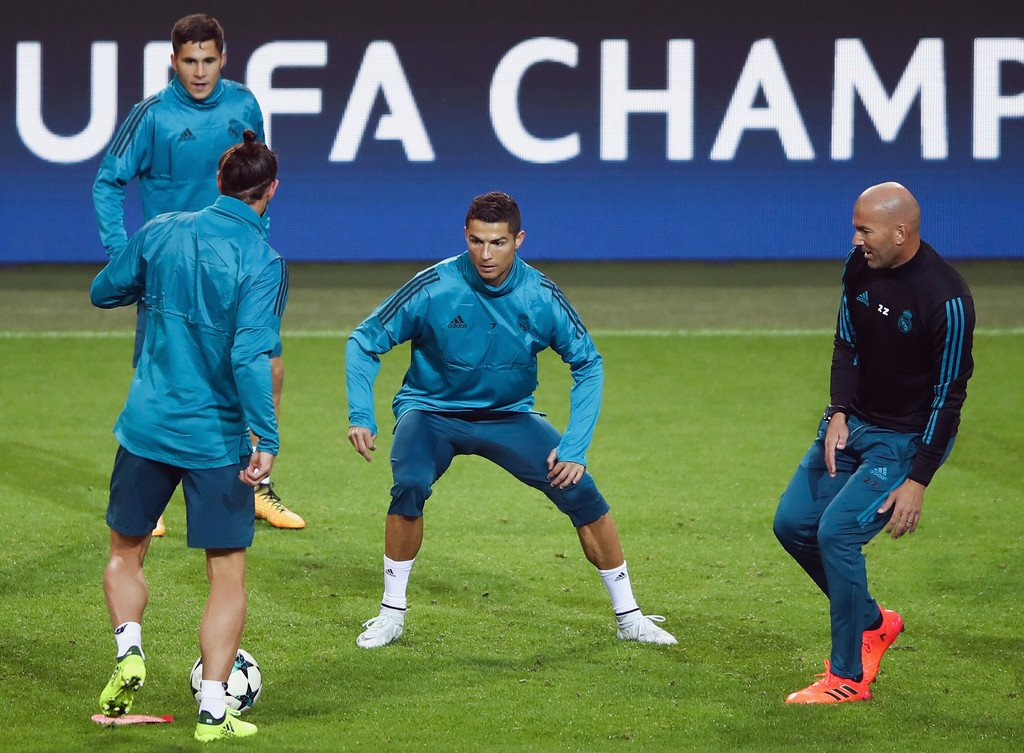 Training / The K7NG in the rondos. #HalaMadrid #UCL <br>http://pic.twitter.com/5eO9JJjEVd