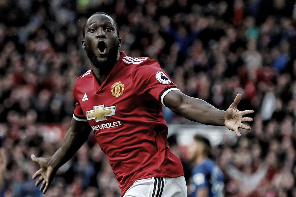 """Carragher: """"Lukaku is more like van Nistelrooy or Andy Cole. For me his goalscoring record is phenomenal &amp; will continue to be at #MUFC."""" <br>http://pic.twitter.com/ydHfmfEYXR"""