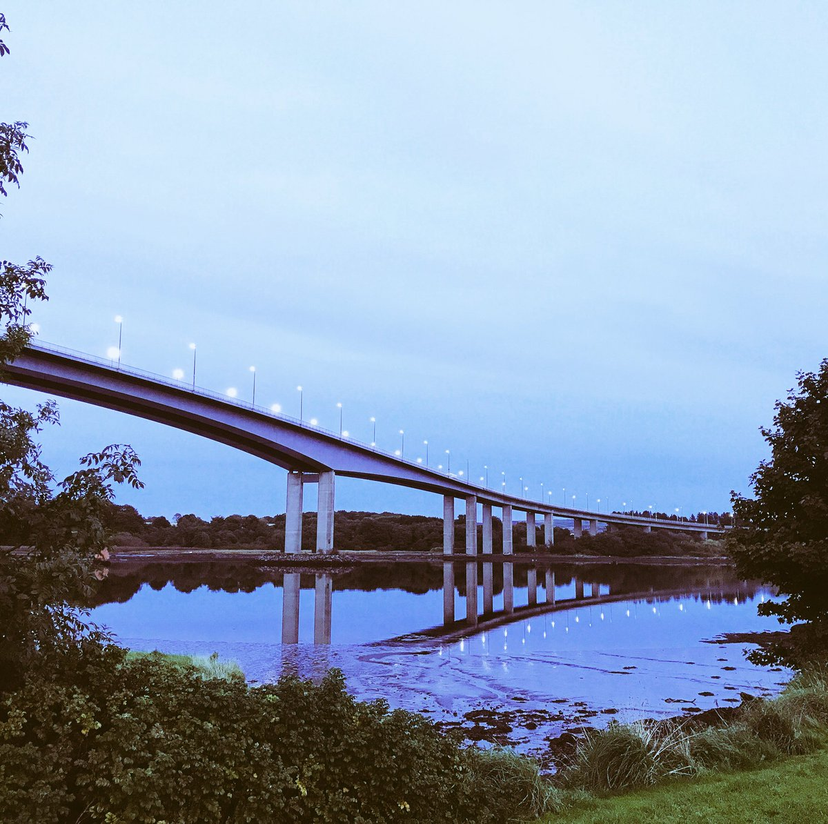 Lovely stroll around the Foyle Bridge this evening #Derry #Mirrorwater #peaceful <br>http://pic.twitter.com/wS9i926uG6