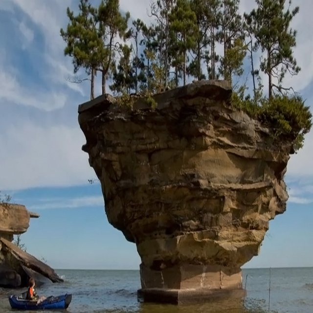 What a view! Turnip Rock , The small geological formation in Michigan. #Turniprock #Michigan #Sea #Ocean #Rock #Unitedstates #Travel<br>http://pic.twitter.com/0u7f28v9LZ