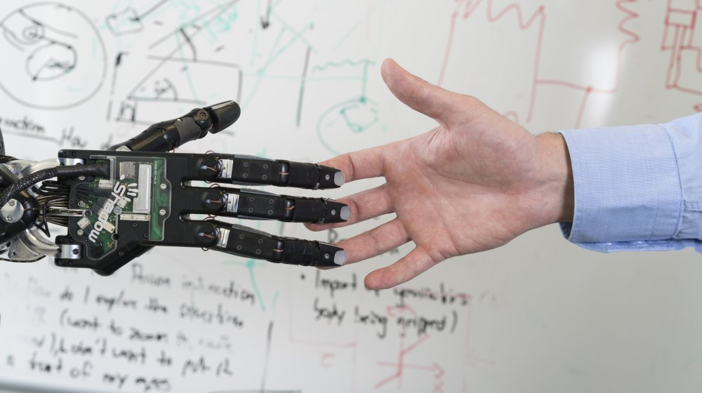 Human flexibility combined with #robots efficiency - a perfect match! Why? Read more here  http:// sie.ag/2rYYeBi  &nbsp;   #AI<br>http://pic.twitter.com/TDZeg4YIfj