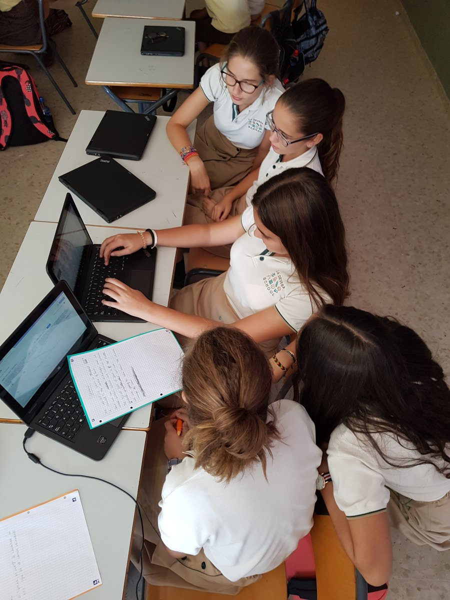 La Devesa School students creating their own videos for the #ClimateActionP. Introduction + some news about #Climatechange in Spain. #edtech<br>http://pic.twitter.com/obRqse5Nf7