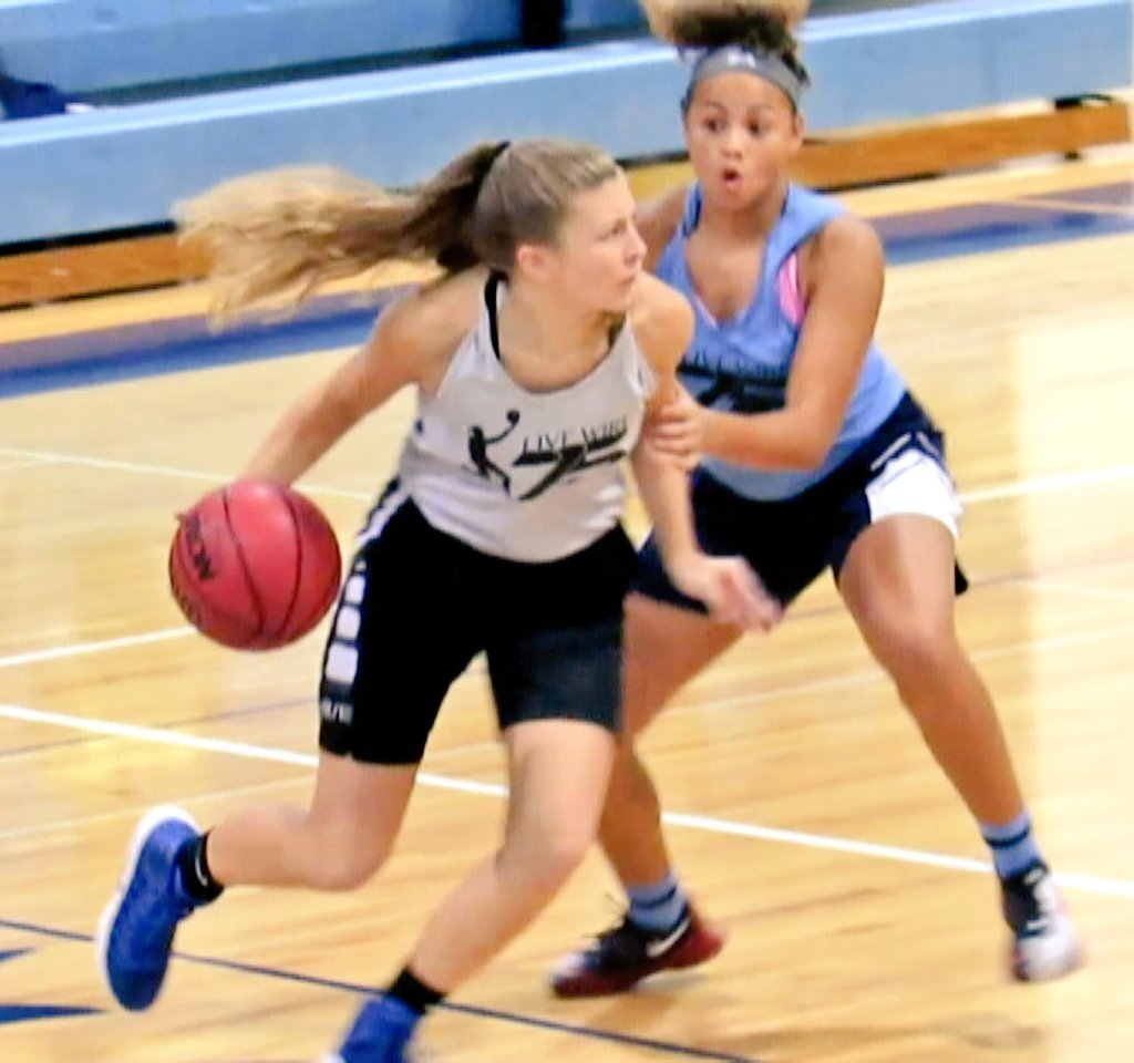 GBB NEWS: @MorganHough_ squares off against @DeairaKeaton15  @Live_Wire75 #LiveWire75 #basketball #sports <br>http://pic.twitter.com/74ePxJc6D5