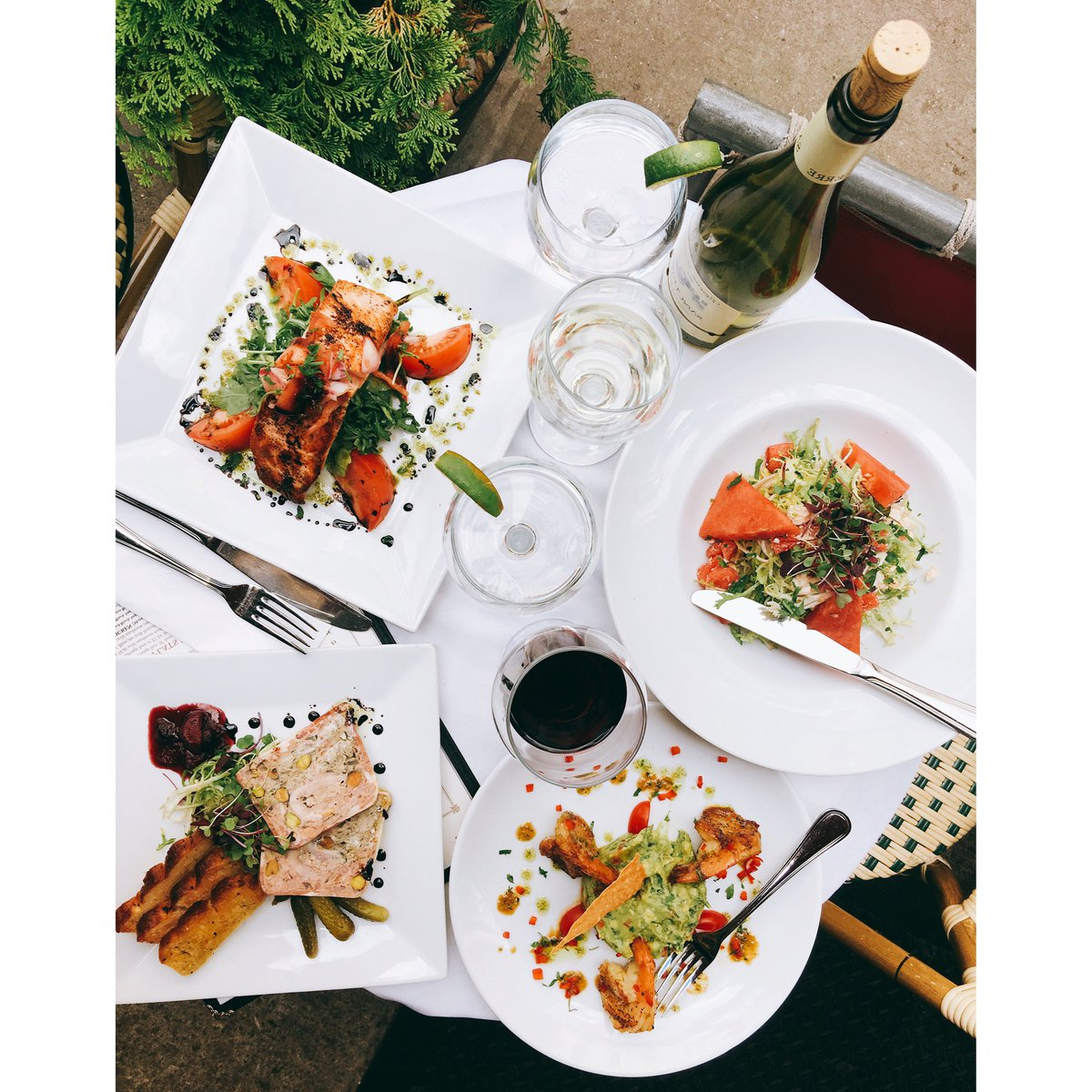 How can Monday get you down when it&#39;s 85 and sunny? Stop at Jacques for dinner al fresco. #jacques #uptown #food #dinner #fall #summer<br>http://pic.twitter.com/dRWc6aNCHN
