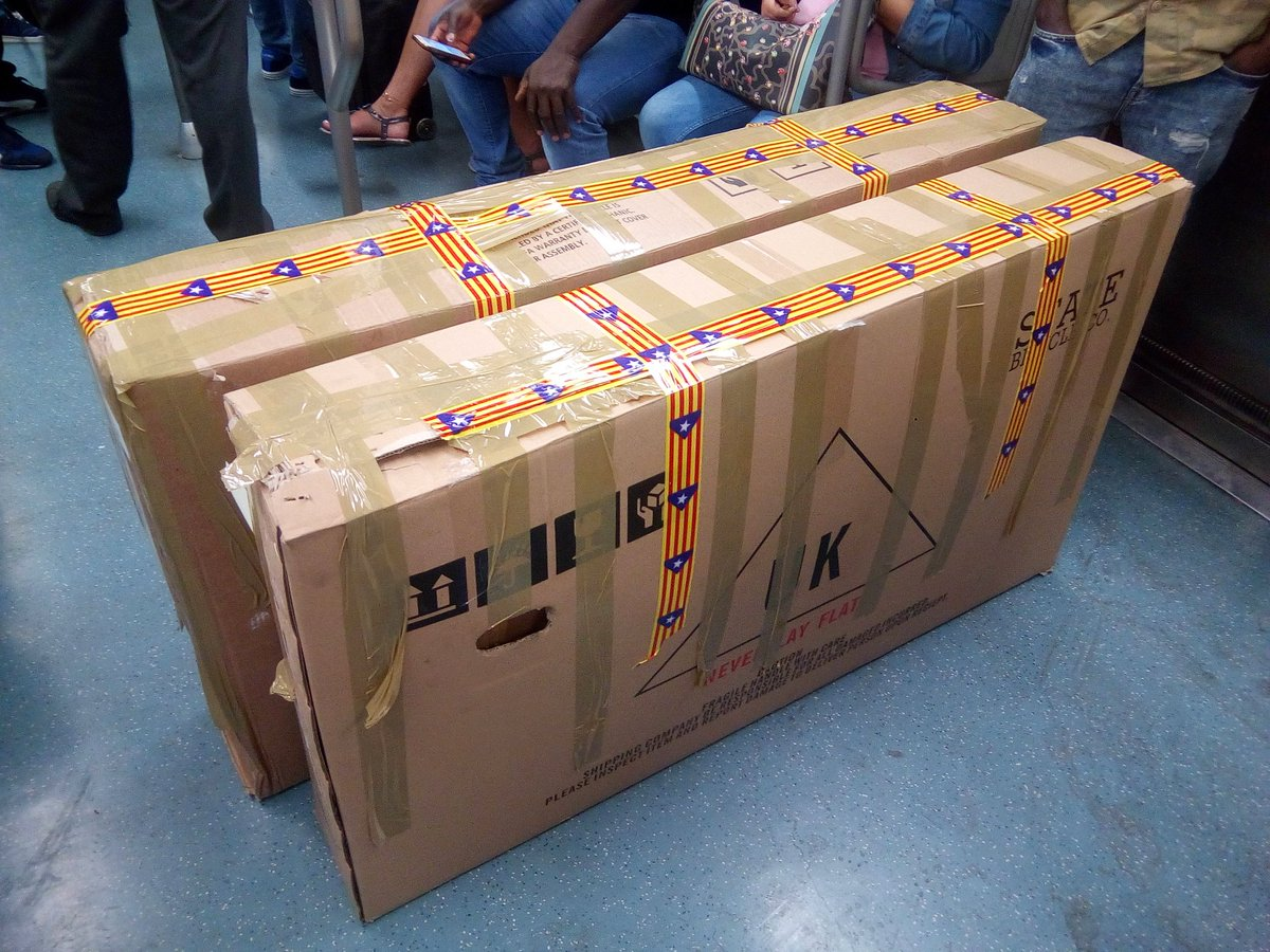 #bcn #Barcelona airport security confiscated our #Catalonia parcel tape. :-( grrrr. Ridiculous!<br>http://pic.twitter.com/omwVk1Yhby