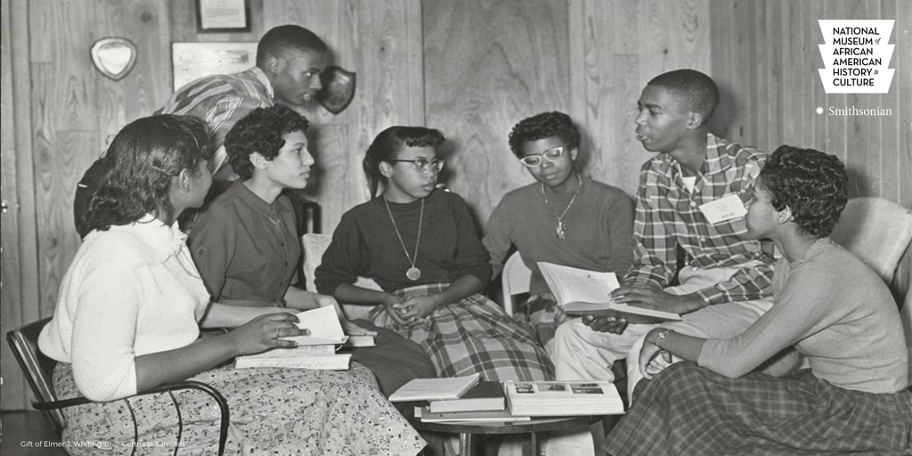 #OTD nine African American students integrated Little Rock Central High School in 1957. Learn more:  http:// bit.ly/2hsLUpN  &nbsp;   #APeoplesJourney<br>http://pic.twitter.com/Jp9Kyrzmru
