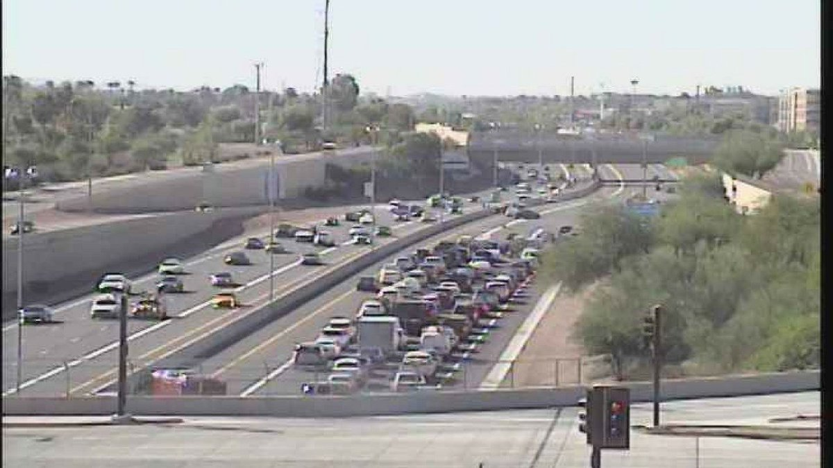 #Serious #crash causes huge backup on SB Loop 101 in #Mesa  http:// bit.ly/2xsgc5M  &nbsp;  <br>http://pic.twitter.com/L9zx1am184
