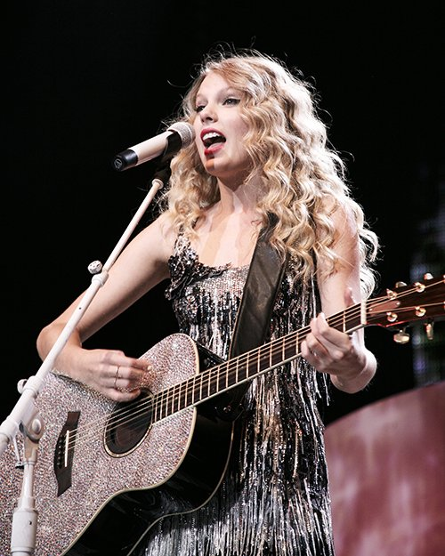 #OTD: @taylorswift13 brought her #FearlessTour to Dallas in 2009!<br>http://pic.twitter.com/tskFJtYYbS