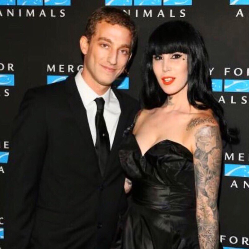 Still feeling so damn lucky to have been @CodyCarlson_'s date to this year's @MercyForAnimals gala. 🖤 https://t.co/TMV1Qg5ss3
