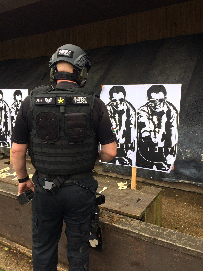 National Qualification Shoots today. One of the Team checks targets for the last time. #retitement All on #AAP @NWPolice @cheshirepolice<br>http://pic.twitter.com/kW25xn1Xbf