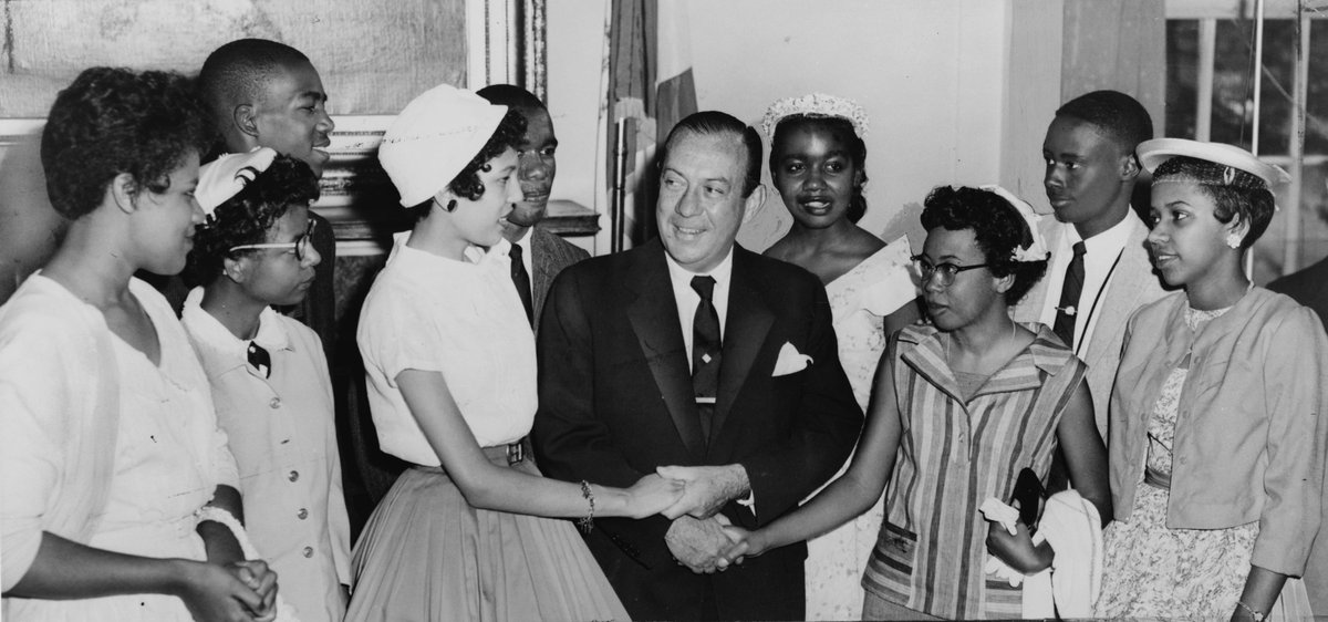 #OTD 1957, the &#39;Little Rock Nine&#39; integrated an Arkansas HS. Read about the legacy of the desegregation movement:  https://www. gilderlehrman.org/history-by-era /civil-rights-movement/essays/civil-rights-movement-major-events-and-legacies &nbsp; … <br>http://pic.twitter.com/om6VhaW2sB