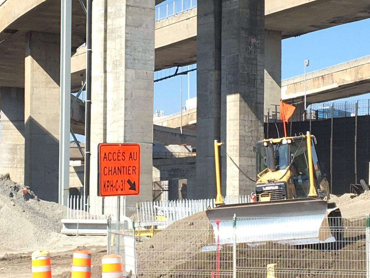 Lots of road/lane closures around #Turcot. Planned &amp; unplanned. Lots of congestion in area. #MTQ message: use mass transit. #polmtl<br>http://pic.twitter.com/TpWBypxUpg