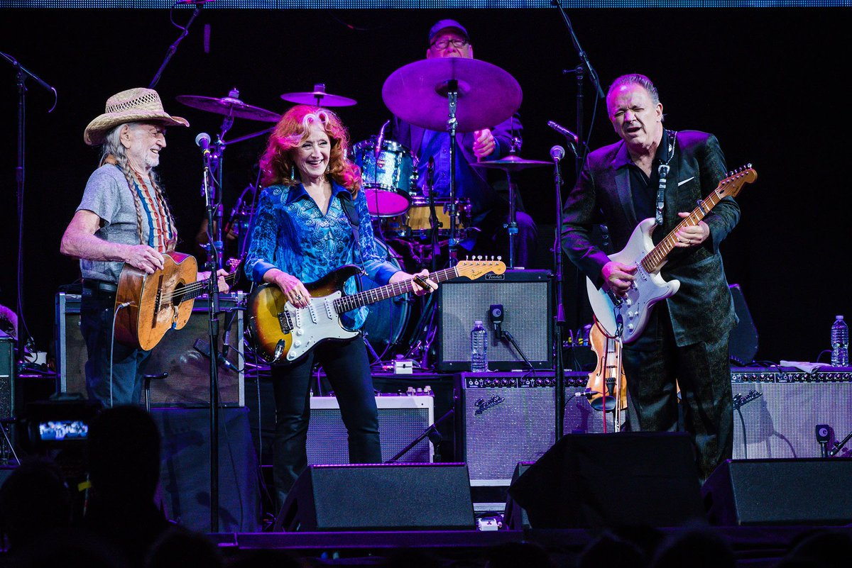 PHOTOS: Willie Nelson and friends perform at #Harvey Can't Mess With Texas benefit concert in Austin  https:// atxne.ws/2y3WlLa  &nbsp;   #ICYMI<br>http://pic.twitter.com/2kLEJ6AHPx