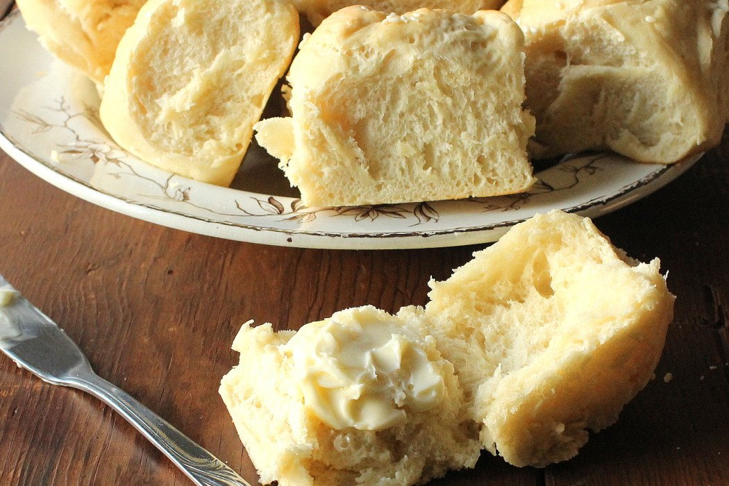 Is there anything much more homey &amp; comforting than #Homemade Dinner Rolls? I think not. Get the #recipe:  http:// bit.ly/2gJjJ4z  &nbsp;  <br>http://pic.twitter.com/EqE0WmMyIz