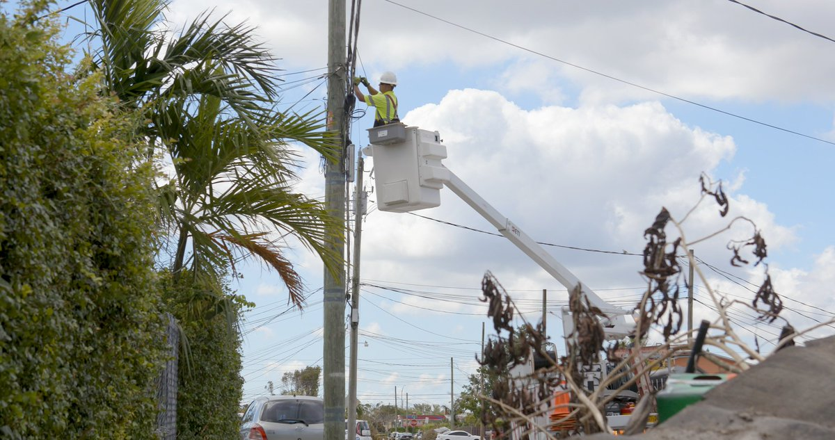 We have restored service for most South Florida customers, but #IrmaRecovery continues as our crews work to restore service for everyone <br>http://pic.twitter.com/hcg00hTCRC