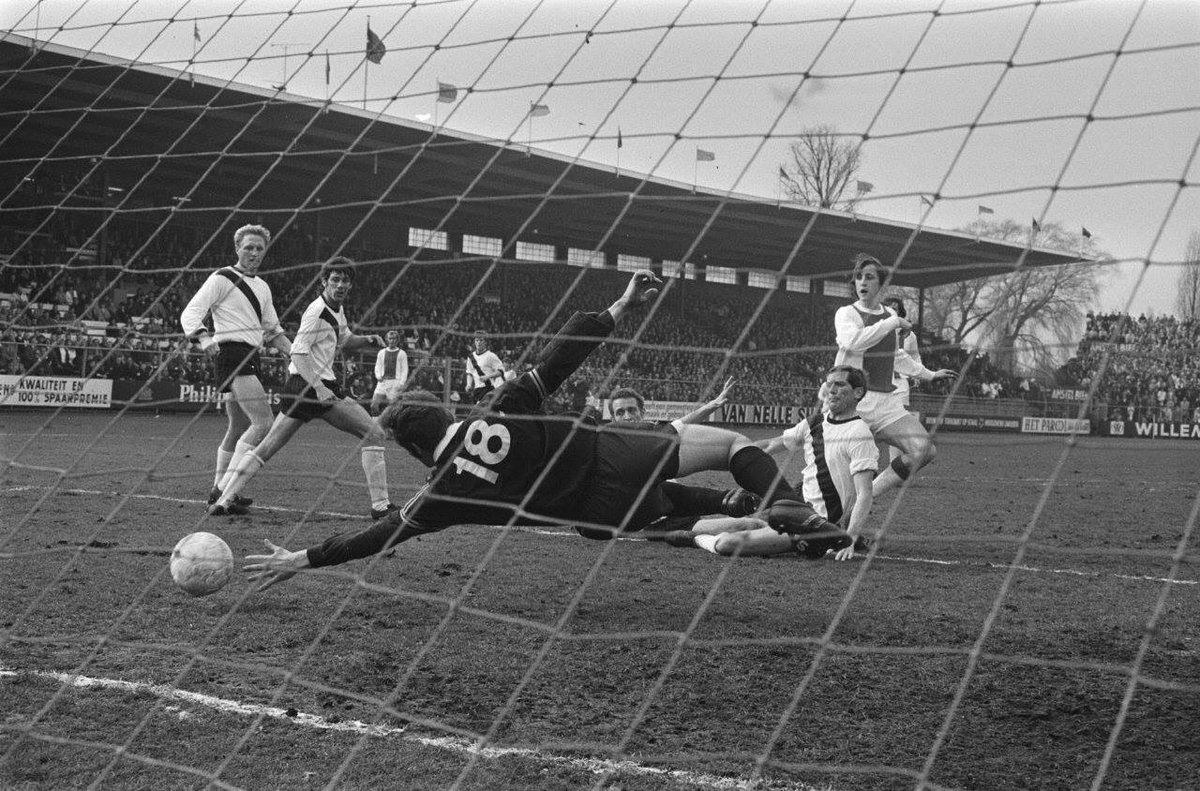 #Ajax v #FCDenBosch: 4-0  Goalkeeper #HansVanDerPluijm #JohanCruyff scores the first goal  #Netherlands #knvbbeker 1970/71<br>http://pic.twitter.com/wJmiirN1UN