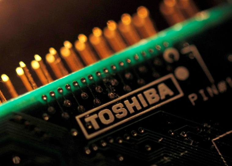Exclusive: Toshiba tells banks chip deal delayed as Apple yet to approve