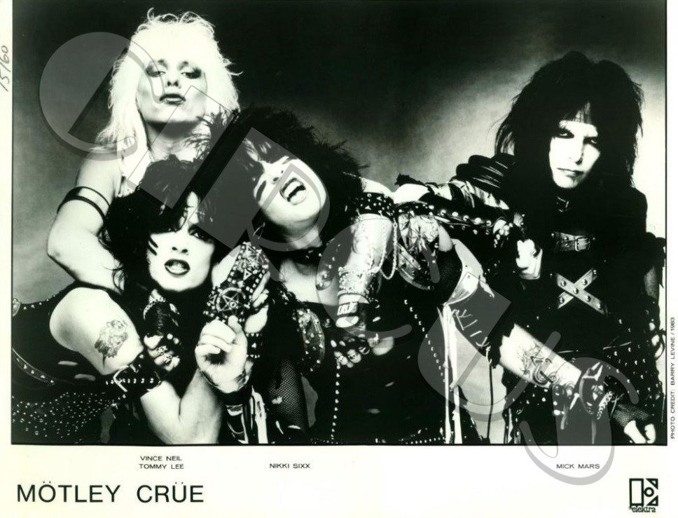 September 26, 1983  @MotleyCrue released their #ShoutAtTheDevil record: https://t.co/4FV40x1B6O  #VinceNeil #TommyLee #NikkiSixx #MickMars https://t.co/y6l2HiimpO