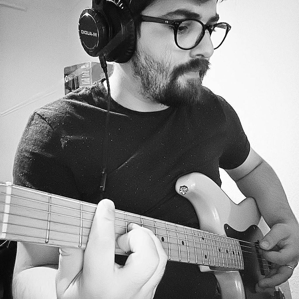 Warming up to Halo on Fire #Practise #Guitar #customguitar  http:// ift.tt/2xBqa4i  &nbsp;  <br>http://pic.twitter.com/cMkQ97ojR8