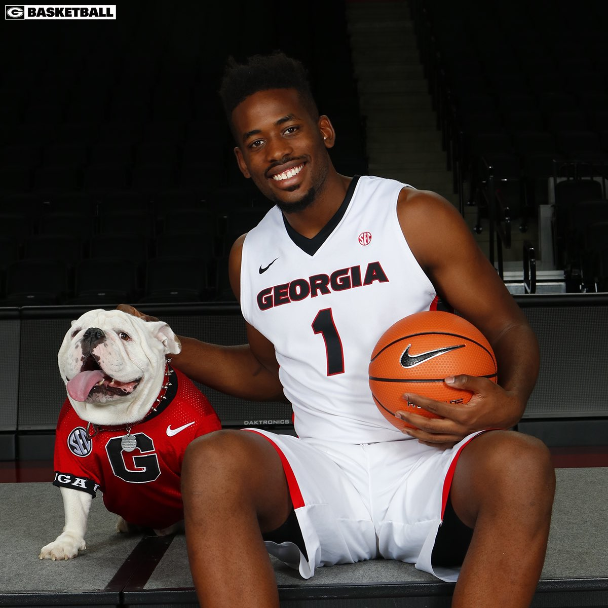 Big smiles when the big dog, UGA X, shows up for team photo day.  #CommitToTheG <br>http://pic.twitter.com/N5vhNniIKh