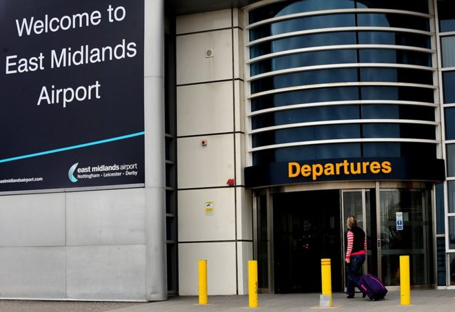 Airport apology over free musician row https://t.co/7X0R2XZWPK https:/...