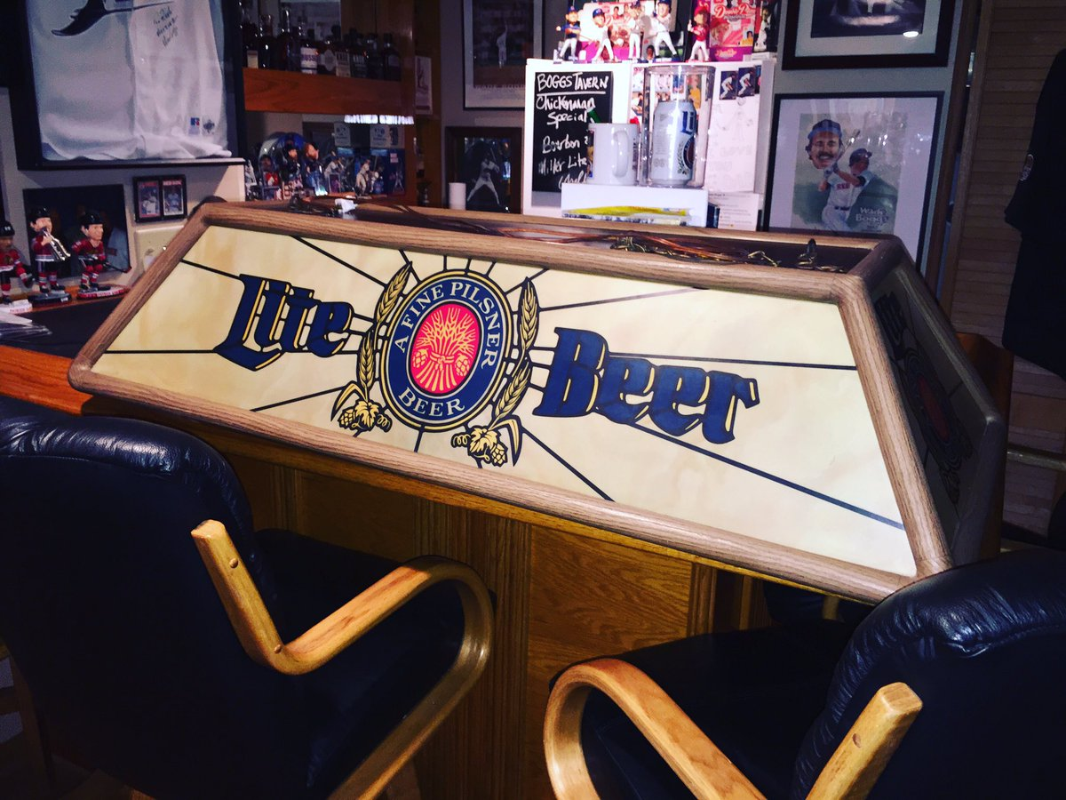 New for the #boggstavern! Needed more bar top light for reading and imbibing. Now to hang it. #mancave #sportsbar #millerlite<br>http://pic.twitter.com/AuZjQ1LLIe