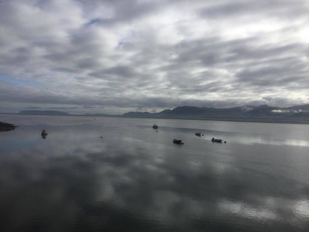 Love the reflection of clouds on the sea! #beaumaris #anglesey #northwales #travelling #sea #calm #reflection #clo…  http:// ift.tt/2wPMrfW  &nbsp;  <br>http://pic.twitter.com/YM03GcCb8u