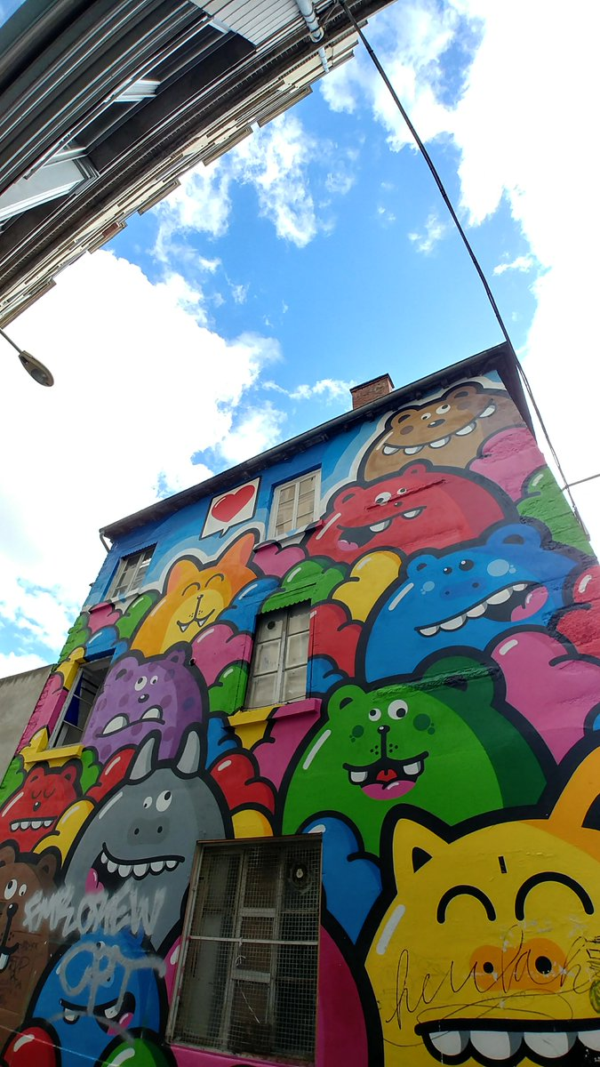 A1 The most colorful #StreetArt was this one with these funny guys! #lyon #StreetArtChat<br>http://pic.twitter.com/rFr8WfNzxv