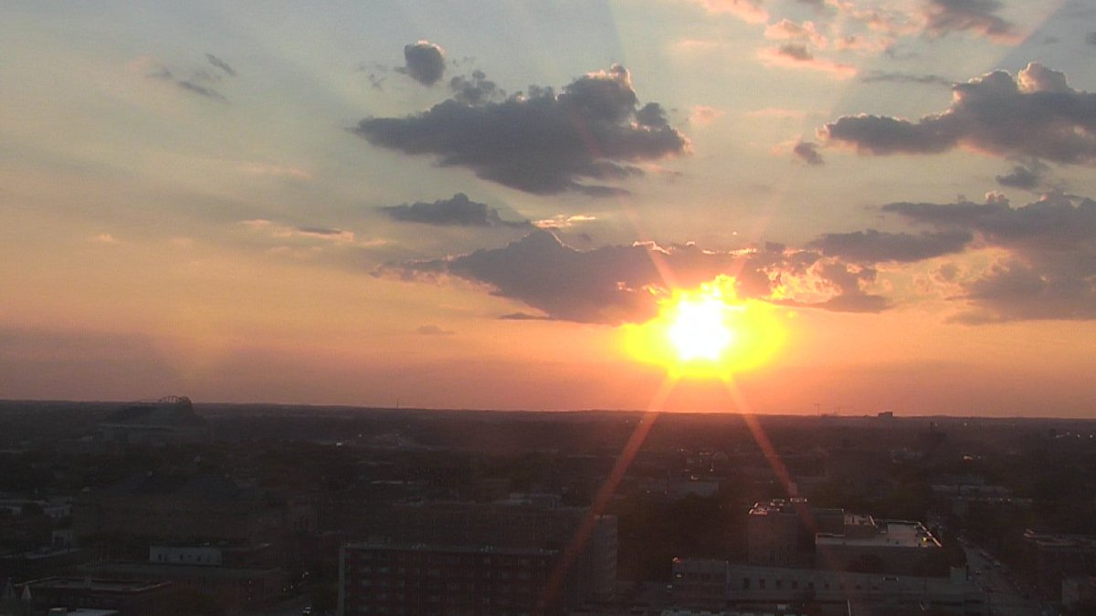 Spectacular sunset tonight in  #Milwaukee, #Wisconsin. Sunset time is 6:43 tonight. <br>http://pic.twitter.com/VPQDG3zFbE