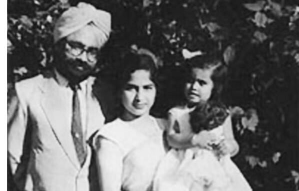 1960s :: Manmohan Singh With Wife Gursharan and Their Daughter #HappyBirthday <br>http://pic.twitter.com/DFmRXfREAI